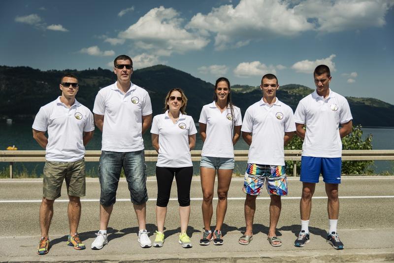 Serbospartan's team: Mladen i Srbo sa moje desne strane. Marijana, Dejan i Nemanja sa moje leve strane. Ja sam uspela da se infiltriram i dobijem čak belu majicu koju imaju samo predavači ;) .